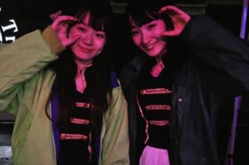 アイドルグループ・桜花のキセキのメンバー。左側がリーダーの城田えりこさん。右側が望桃美さん。