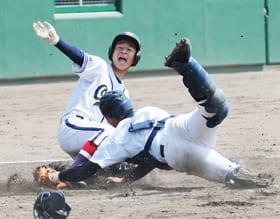 【大谷室蘭―浦河】4回、大谷室蘭は吉田誠が本塁に滑り込んで11点目を奪取