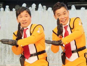 「ウルトラマンフェスティバル」の発表会に登場した「爆笑問題」の田中裕二さん(左)と太田光さん