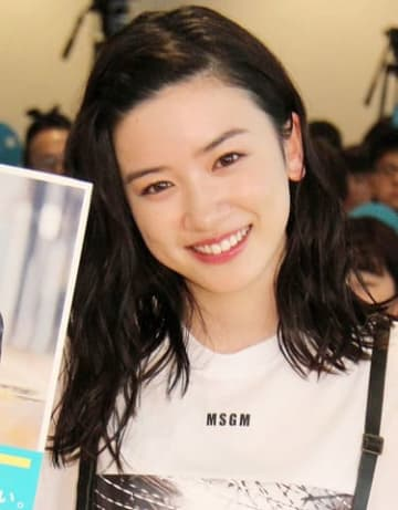 自身のフォトブック「『永野芽郁 in 半分、青い。』PHOTO BOOK」の発売記念イベントを開催した永野芽郁さん