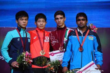 男子フリースタイル唯一の金メダルを獲得した藤田颯(埼玉・花咲徳栄高)=撮影・保高幸子、UWWオフィシャルカメラマン