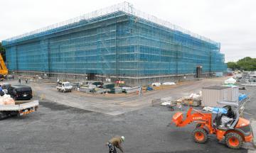 茨城国体に向けて建設が進む東町運動公園新体育館=8日、水戸市緑町、鹿嶋栄寿撮影
