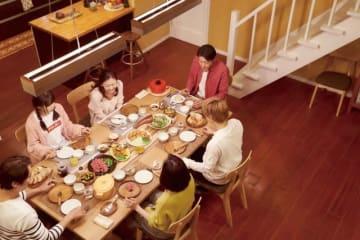 重要な役割を果たす食事のシーン - (C) 吉住渉/集英社 (C) 2018 映画「ママレード・ボーイ」製作委員会