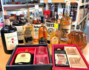 當銘さんが所有する県産ウイスキーの一部。お歳暮などの贈答品にもなっていた。