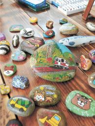 秋田内陸線やなまはげ、クマなどの「WA ROCK」。アクリル絵の具で誰でも簡単に描くことができる