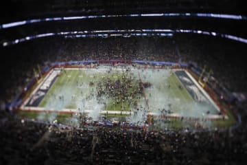 フィラデルフィア・イーグルスの勝利決まり紙吹雪が舞うUSバンク・スタジアム【AP Photo/Morry Gash】