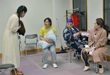 東京公演に向け、稽古に熱が入る「劇団ほじなし」のメンバー=横手市あさくら館