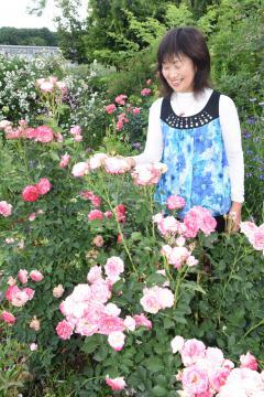 第20回国際バラとガーデニングショウの切り花部門で大賞を受賞した小林幸子さん=筑西市森添島