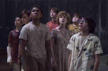 前作のエディは一番左、スタンリーは左から4番目! - Warner Bros. / Photofest / ゲッティ イメージズ