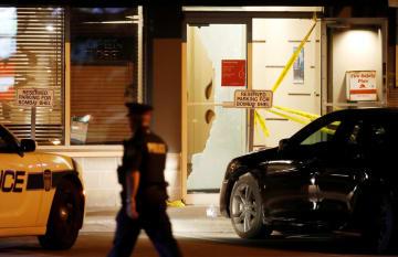 爆発のあったトロント近郊のレストラン=25日、ミシソーガ(ロイター=共同)