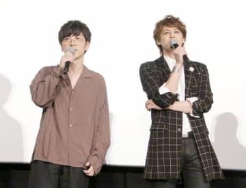 「GODZILLA 決戦機動増殖都市」の舞台あいさつに登場した櫻井孝宏さん(左)と宮野真守さん