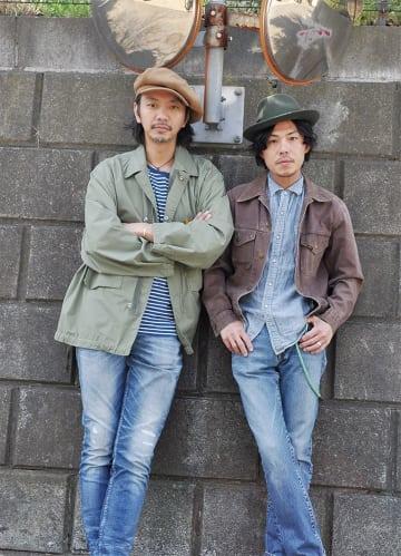 右から岡本さん、Caravanさん(市内で撮影)