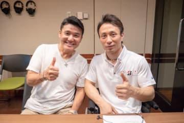 小林幸平選手(右)と、パーソナリティの丸山茂樹