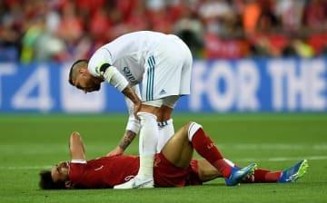 S・ラモスとの接触でサラーが負傷 photo/Getty Images