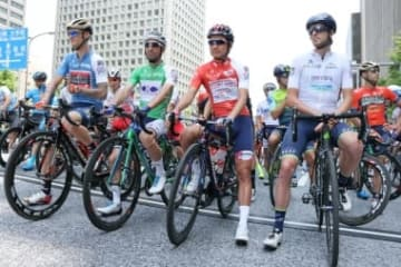 日比谷シティ前でスタートを待つ選手たち
