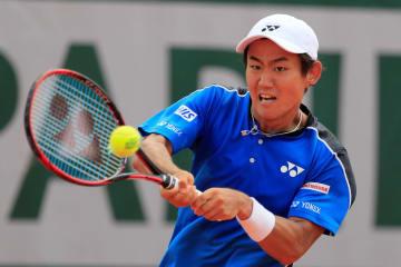 全仏オープン男子シングルス1回戦でベルダスコと対戦する西岡良仁=パリ(ロイター=共同)