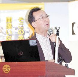 電子たばこの危険性について講演する松崎さん