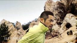 イチロー選手が六甲山系の岩場などを走るシーンが登場するNTT西日本のCM(同社ホームページから)