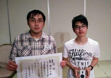 団体優勝した神奈川代表の森村さん(左)と川島さん=甲府市の「湯村ホテル」(小島一宏さん提供)