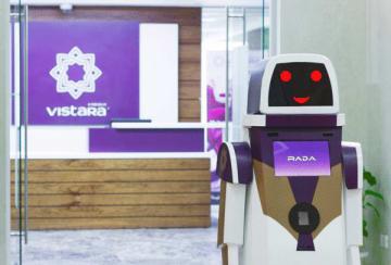 ビスタラ航空が導入する接客ロボット「ラダ」(同航空提供)