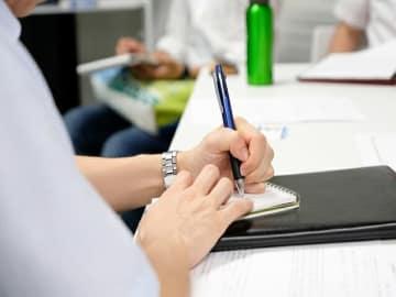 日本労働組合総連合会が4月下旬「働き方に関するホンネアンケート」を実施。仕事でパワハラを受けた経験があると答えた者の割合は50.2%。我慢できる残業時間は月40時間以下が8割。