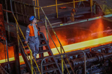 ベルギーにある世界最大手の欧州アルセロール・ミタルの製鉄所(ロイター=共同)