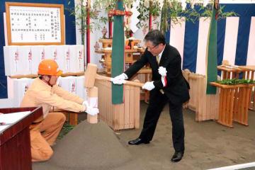 高鍋町の南九州大跡地で行われた宮崎キヤノンデジタルカメラ工場の起工式=31日午前