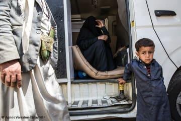 2階から転落した3歳のアイマン君をハイダン病院へ連れてくるため、両親は1万イエメン・リアル(約4万円)を借金した。