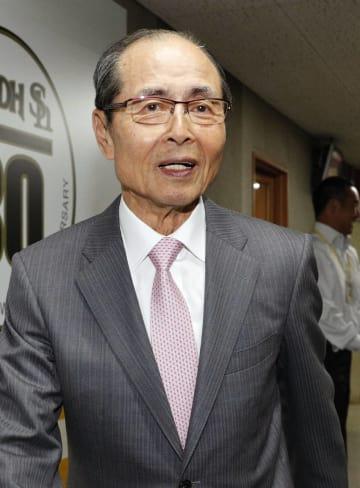 一般女性と入籍したソフトバンクの王貞治球団会長=1日、福岡市のヤフオクドーム