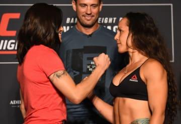 UFCファイトナイト・ユーティカ:フェイスオフに臨んだジェシカ・アギラーとジョディ・エスキベル【アメリカ・ニューヨーク州ユーティカ/2018年5月31日(Photo by Josh Hedges/Zuffa LLC/Zuffa LLC via Getty Images)】