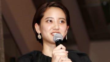 映画「50回目のファーストキス」のレッドカーペットセレモニーに登場した山崎紘菜さん