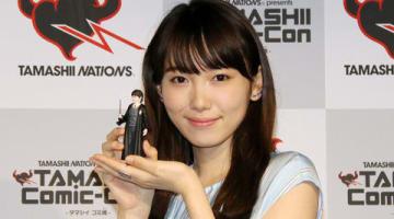 バンダイスピリッツのフィギュア展示会「TAMASHII Comic-Con-タマシイ コミ魂-」の内覧会に出席した飯豊まりえさん
