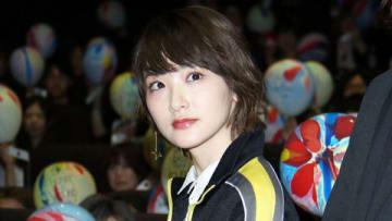 映画「HURRY GO ROUND」の初日舞台あいさつに出席した生駒里奈さん