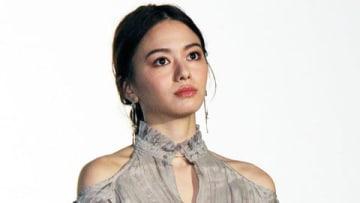 映画「恋は雨上がりのように」の初日舞台あいさつに登場した山本舞香さん