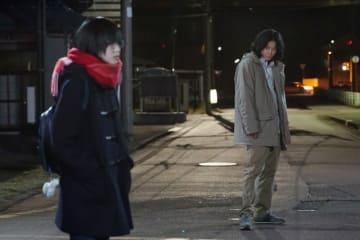 初共演! 映画『響-HIBIKI-』の平手友梨奈と小栗旬 - (C)2018映画「響 -HIBIKI-」製作委員会 (C)柳本光晴/小学館
