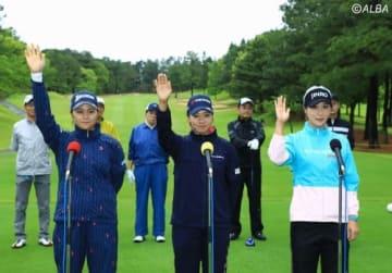 選手宣誓をする(左から)新垣比菜、森田理香子、キム・ハヌル(撮影:米山聡明)