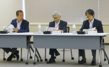 被ばく医療の研修制度について議論する原子力規制委員会の委員ら=6日午前、東京都港区