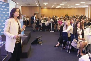 6日、世界ニュースメディア大会で、女性とメディアをテーマに行われた関連イベント=ポルトガル・エストリル(共同)