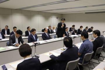 九州新幹線長崎ルートの全線フル規格化などについて話し合った県市長会と地元国会議員の意見交換=東京・千代田区、砂防会館