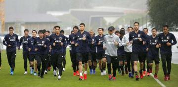 6月2日、オーストリアのゼーフェルトでランニングする日本代表の選手たち