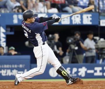 3回西武1死、浅村が左越えに本塁打を放つ=横浜