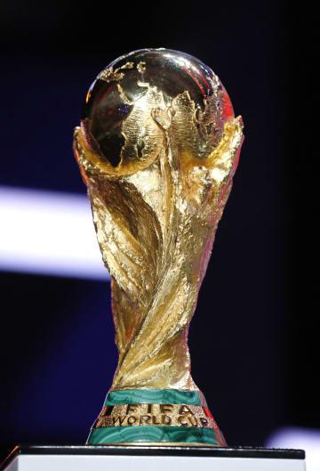 サッカーW杯の優勝トロフィー