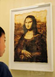 トーストの焦げ目で描いた「モナリザ」=三木市立堀光美術館
