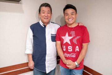 加山雄三さん(左)と、パーソナリティの丸山茂樹