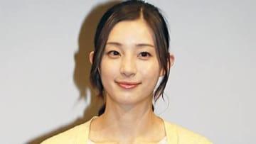 連続ドラマ「限界団地」の制作発表会見に役衣装で出席した足立梨花さん