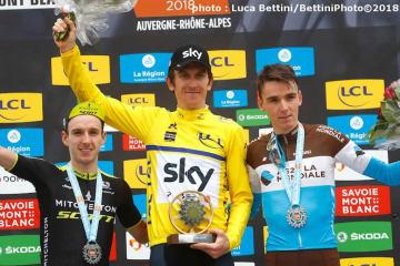 左から総合2位のアダム・イエーツ、総合優勝したトーマス、総合3位のバルデ (©Bettiniphoto)