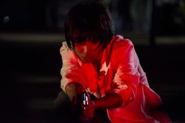村上虹郎、徐々に狂気が満ちていく主人公を熱演 - (C) 吉本興業