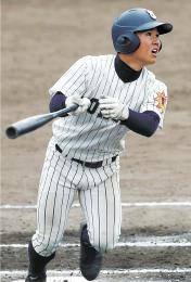 東北-聖光学院 7回表東北2死一塁、松本が右越えに適時三塁打を放ち、1-1とする