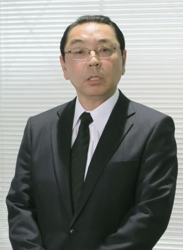 記者会見し謝罪する阪神の揚塩健治球団社長=13日午後、大阪市