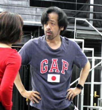 音楽座ミュージカルの作品「ホーム」の公演に向けて舞台稽古をする広田勇二=5月、東京都町田市